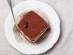 Лесна торта тирамису с обикновени бисквити закуска и крем Забайон (сабайон) за десерт - снимка на рецептата